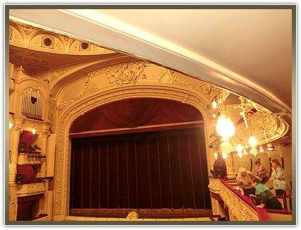заказать шторы в театр
